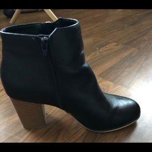 Women's Black Boots. Apt. 9